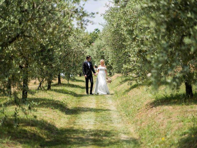 Il matrimonio di Carl e Lina a Barga, Lucca 28