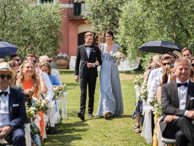 Il matrimonio di Carl e Lina a Barga, Lucca 44