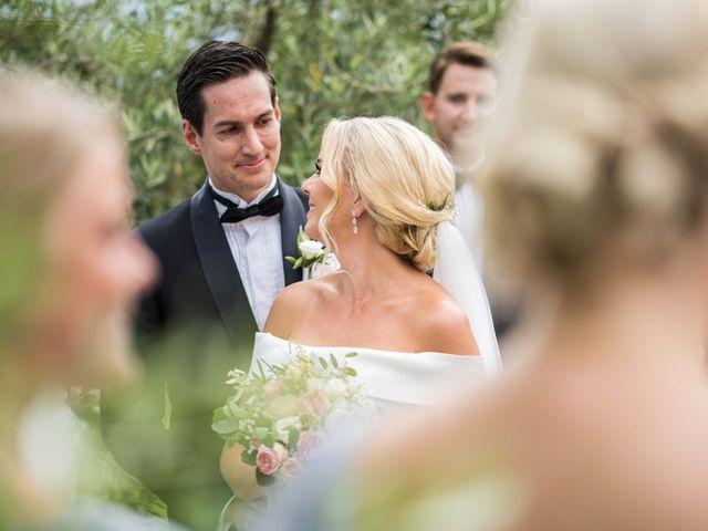 Il matrimonio di Carl e Lina a Barga, Lucca 57