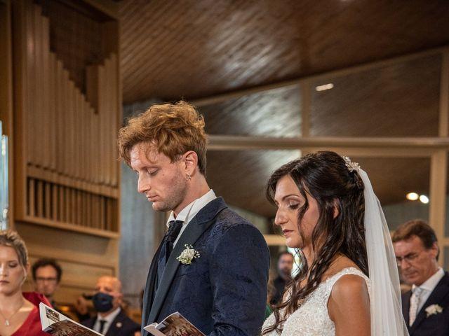 Il matrimonio di Jlenia e Lorenzo a Ancona, Ancona 25