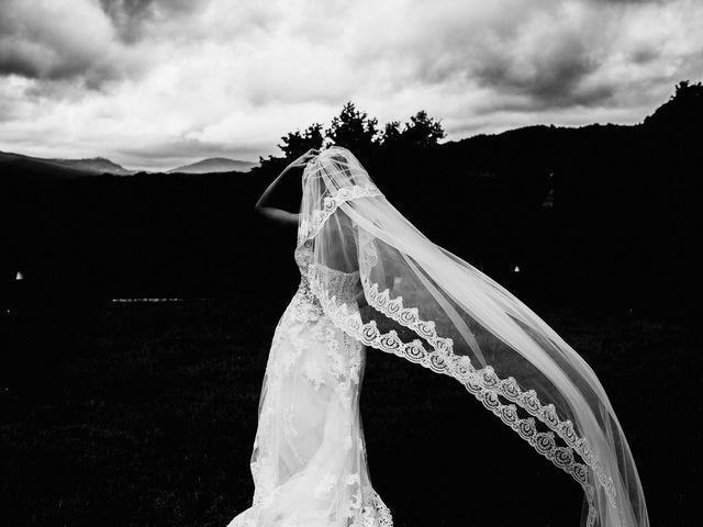 Il matrimonio di Lorenzo e Laura a Chiusdino, Siena 11