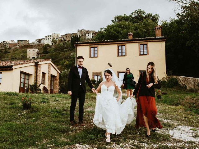 Il matrimonio di Lorenzo e Laura a Chiusdino, Siena 12