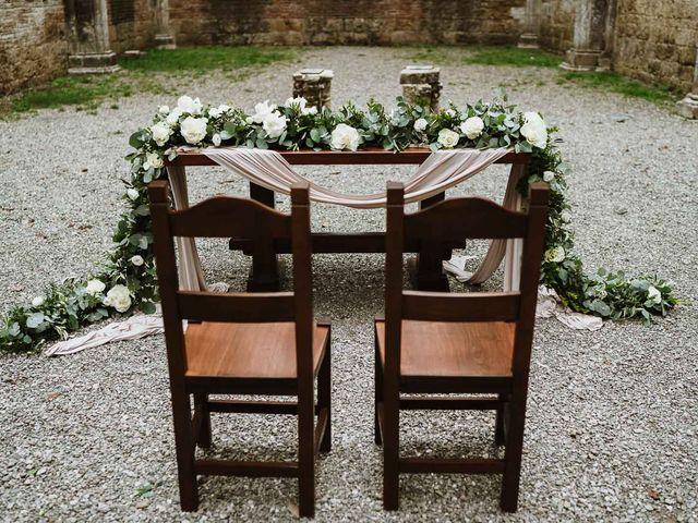 Il matrimonio di Lorenzo e Laura a Chiusdino, Siena 27