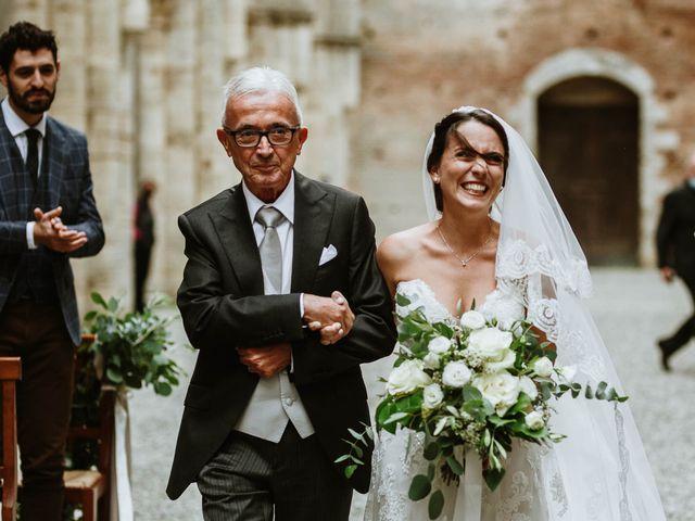 Il matrimonio di Lorenzo e Laura a Chiusdino, Siena 32