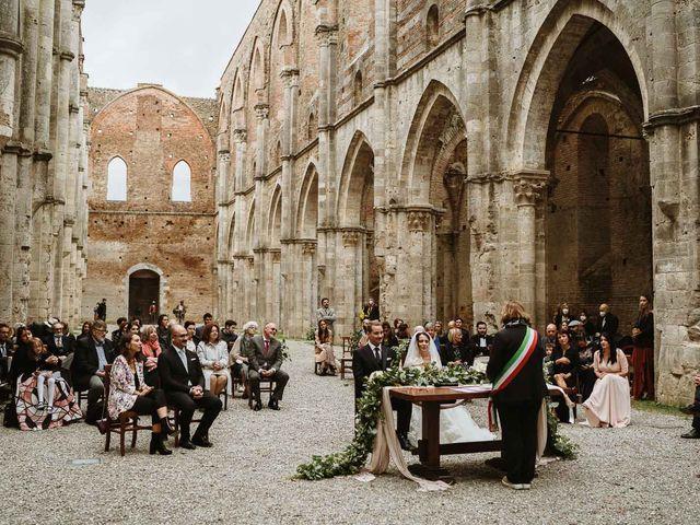 Il matrimonio di Lorenzo e Laura a Chiusdino, Siena 34