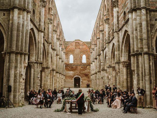 Il matrimonio di Lorenzo e Laura a Chiusdino, Siena 35