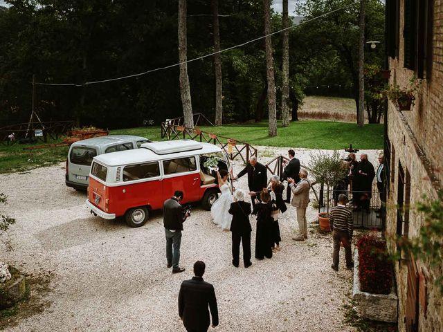 Il matrimonio di Lorenzo e Laura a Chiusdino, Siena 48