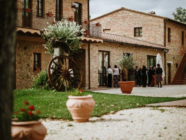 Il matrimonio di Lorenzo e Laura a Chiusdino, Siena 50