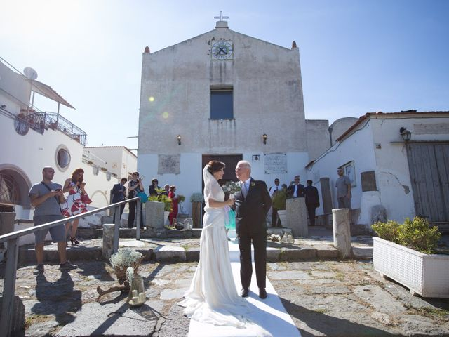 Il matrimonio di Alessandro e Mariaelena a Bacoli, Napoli 25