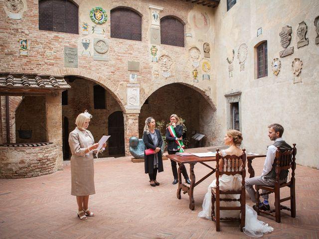 Il matrimonio di James e Nicola a Certaldo, Firenze 26