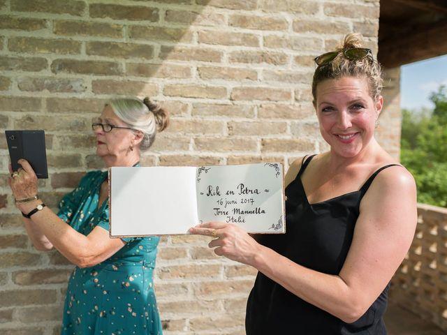 Il matrimonio di Rik e Petra a Città Sant'Angelo, Pescara 28
