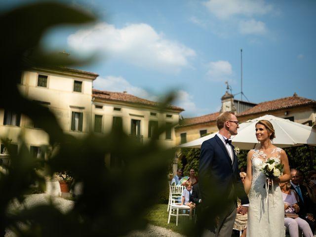 Il matrimonio di Andrea e Aurèlie a Colle Umberto, Treviso 76