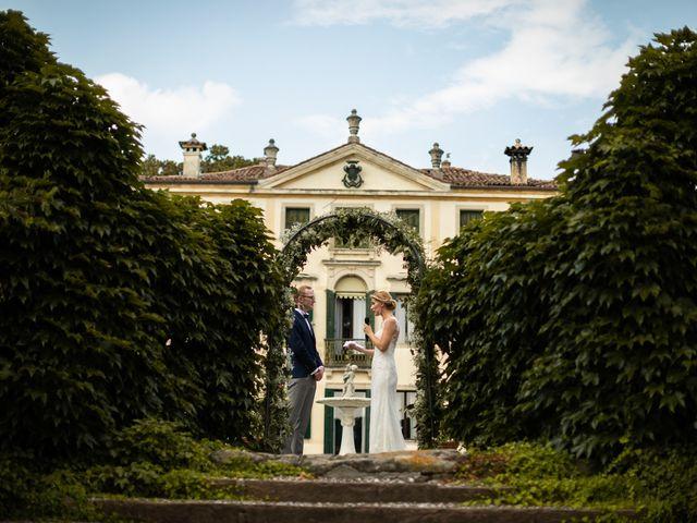 Il matrimonio di Andrea e Aurèlie a Colle Umberto, Treviso 92