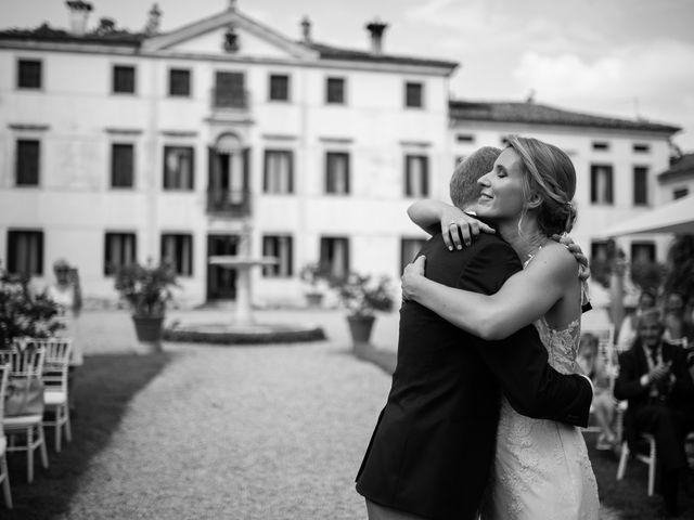 Il matrimonio di Andrea e Aurèlie a Colle Umberto, Treviso 95