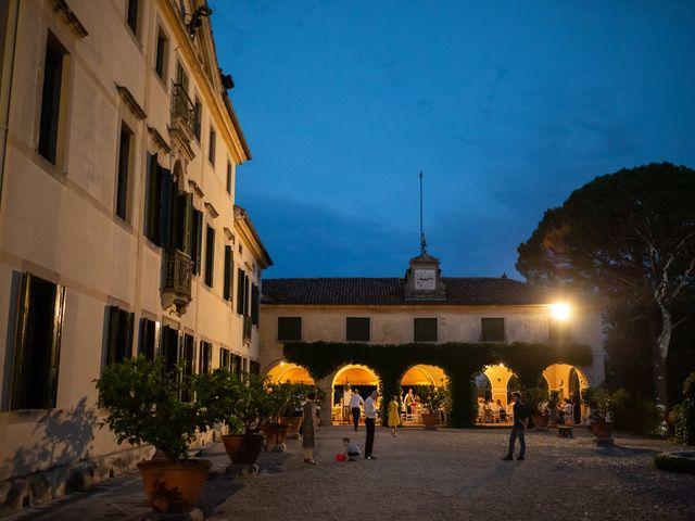 Il matrimonio di Andrea e Aurèlie a Colle Umberto, Treviso 152