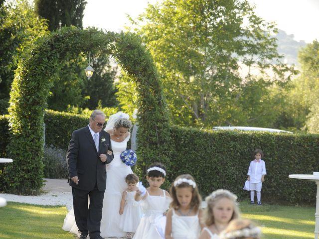 Il matrimonio di Fabrizio e Erica a Mogliano, Macerata 10