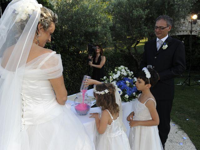 Il matrimonio di Fabrizio e Erica a Mogliano, Macerata 21