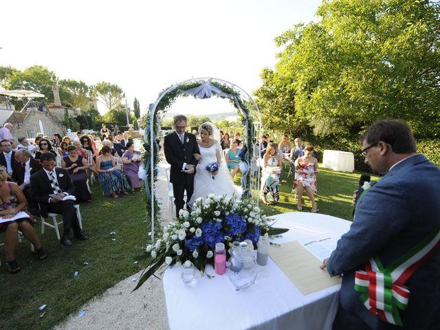 Il matrimonio di Fabrizio e Erica a Mogliano, Macerata 27