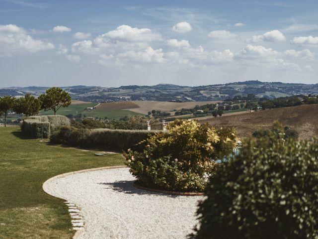 Il matrimonio di Andrea e Ramona a Serrungarina, Pesaro - Urbino 32
