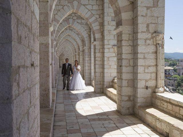 Il matrimonio di Mario e Cristina a Assisi, Perugia 24