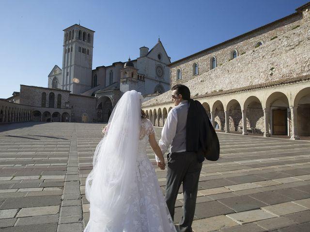 Il matrimonio di Mario e Cristina a Assisi, Perugia 39