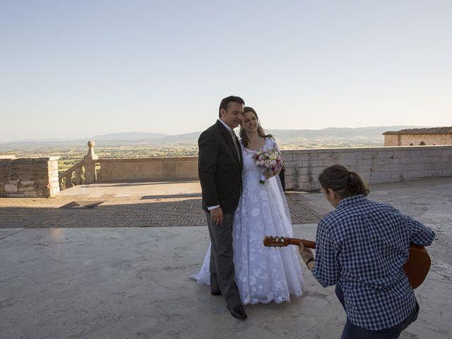 Il matrimonio di Mario e Cristina a Assisi, Perugia 43