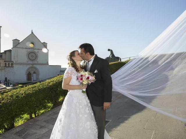 Il matrimonio di Mario e Cristina a Assisi, Perugia 45