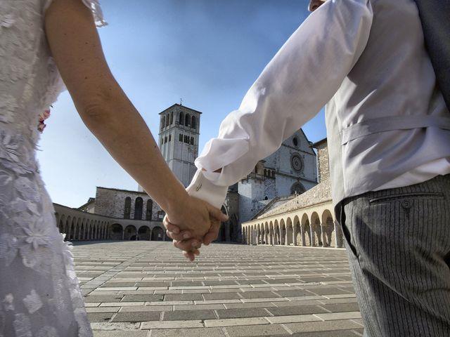 Il matrimonio di Mario e Cristina a Assisi, Perugia 38