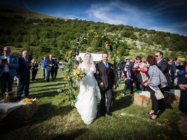 Il matrimonio di Mirko e Sara a Muccia, Macerata 13