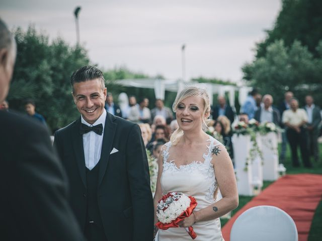 Il matrimonio di Marco e Laura a Lamezia Terme, Catanzaro 16