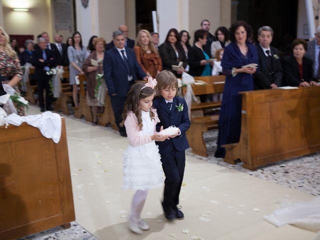 Il matrimonio di Francesco e Raffaella a Loreto Aprutino, Pescara 36