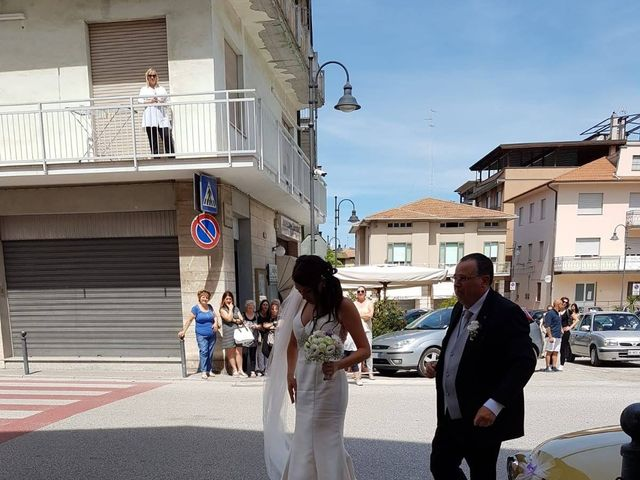 Il matrimonio di Roberto  e Laura  a Sant'Elpidio a Mare, Fermo 11