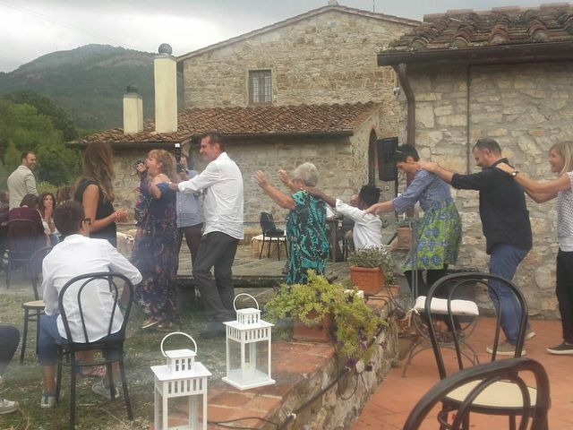 Il matrimonio di MAURIZIO e BARBARA a Vaiano, Prato 25