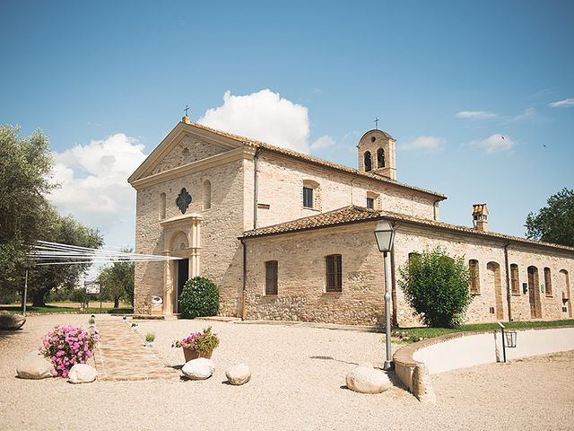 Il matrimonio di Daniele e Isabella a Mosciano Sant'Angelo, Teramo 2
