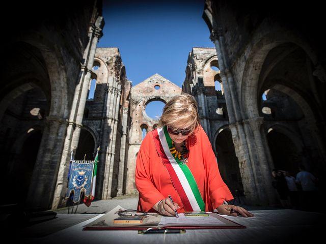 Il matrimonio di Luca e Gloria a Chiusdino, Siena 13
