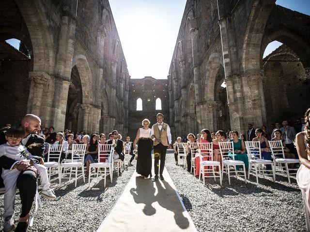 Il matrimonio di Luca e Gloria a Chiusdino, Siena 18