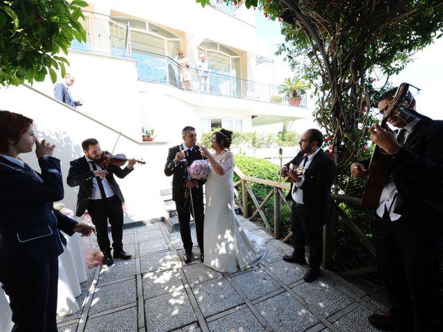 Il matrimonio di Gino e Arianna a Vietri sul Mare, Salerno 15