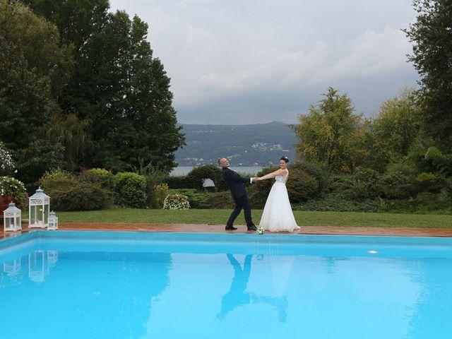Il matrimonio di Davide e Elona a Angera, Varese 25