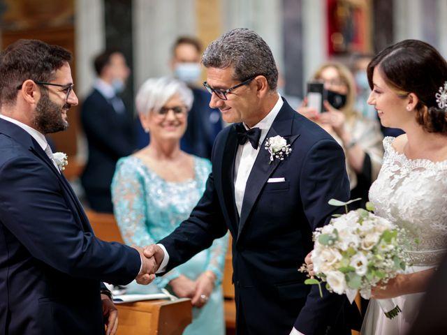 Il matrimonio di Ivana e Giuseppe a Triggiano, Bari 16