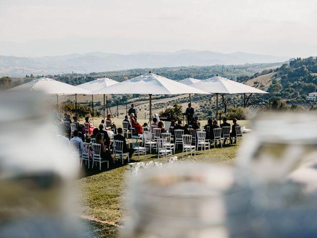 Il matrimonio di Enrico e Jenny a Morro d'Oro, Teramo 28