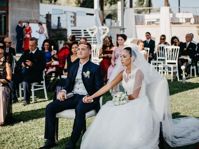 Il matrimonio di Enrico e Jenny a Morro d'Oro, Teramo 30