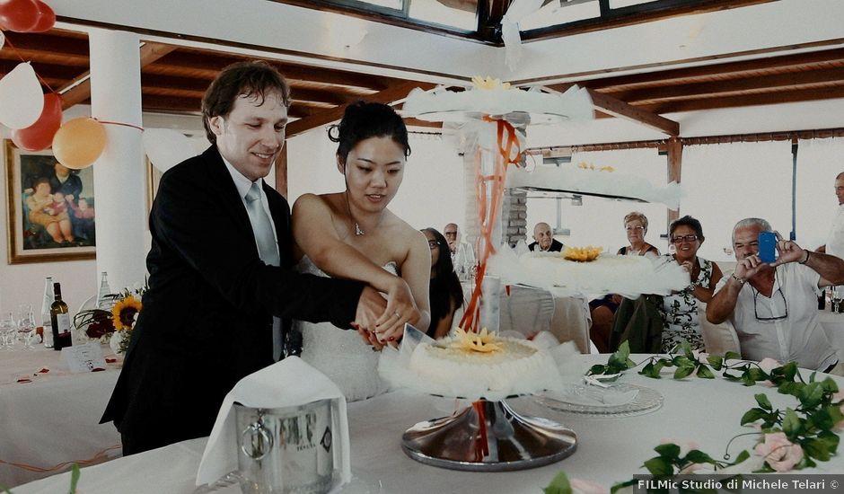 Il matrimonio di John e Yao a Ostra Vetere, Ancona