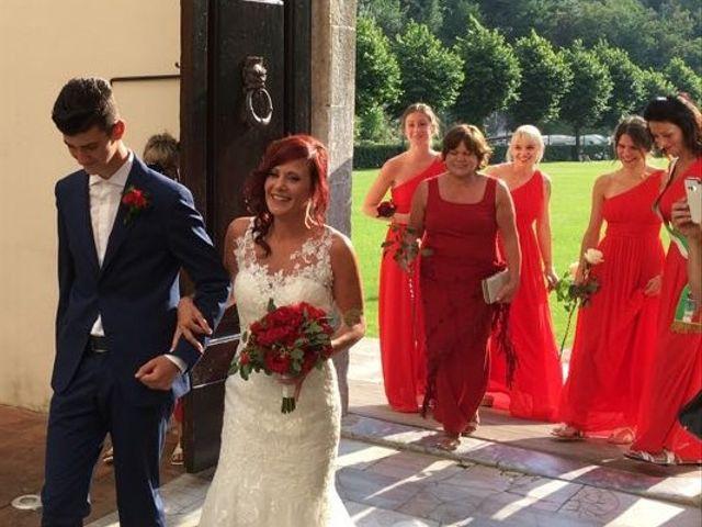 Il matrimonio di Roberto  e Manuela a Seravezza, Lucca 27