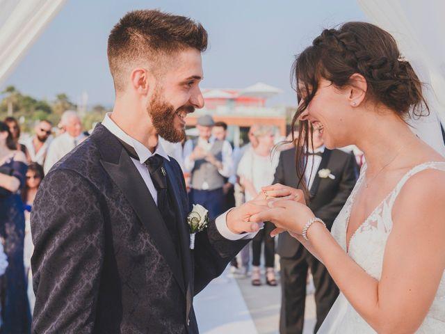Il matrimonio di Lorenzo e Giulia a Viareggio, Lucca 32