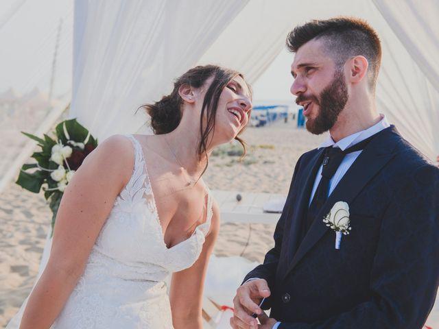 Il matrimonio di Lorenzo e Giulia a Viareggio, Lucca 33