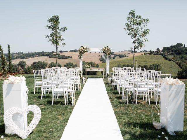 Il matrimonio di Raffaella e Ruggiero a Trecastelli, Ancona 17