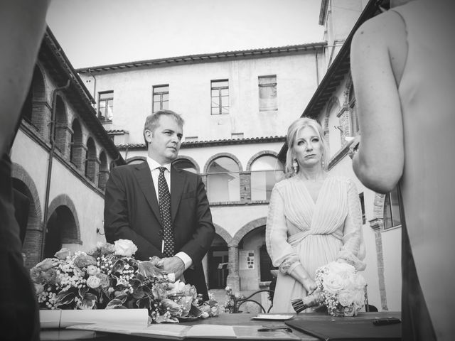Il matrimonio di Luigi e Simona a Todi, Perugia 13