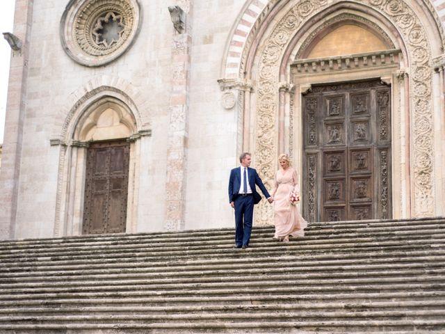 Il matrimonio di Luigi e Simona a Todi, Perugia 45