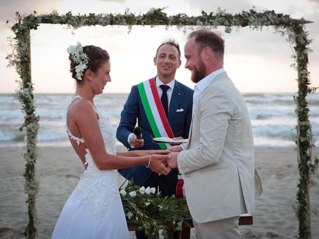 Il matrimonio di Luca e Simona a Viareggio, Lucca 38