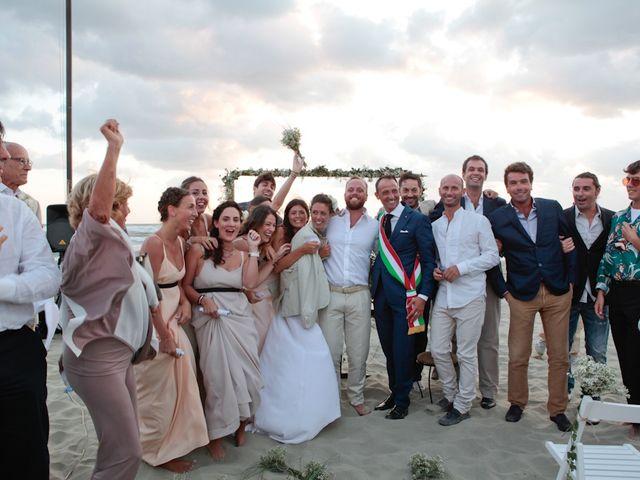 Il matrimonio di Luca e Simona a Viareggio, Lucca 42